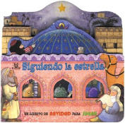 Sigulendo la Estrella (Play Along Books) [Board book] [Spanish]