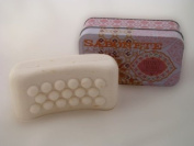 Body-Peeling Cocos and Mango Soap 350g in a Metallbox from Castelbel
