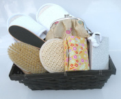 Spa Kit,Spa Bath Basket-Pamper Your Soul:Deluxe Natural Bath & Beauty Spa Basket, Comes With Gorgeous Super Rich Re-Useable Rectangle Basket (Size At 25.4cm Wide x 19.1cm Deep x 10.2cm High)-The Super Rich Spa Basket 7 pcs/Set For All Year Round Corpor ..