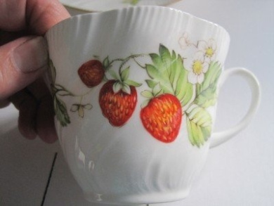Vintage Queens Fine Bone China Rosina China Co. Ltd. Virginia Strawberry Breakfast Tea Cup Made in England