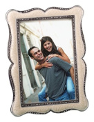 Distinctive Victorian Design Frame Favours