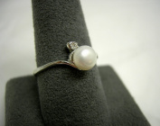 Genuine White Freshwater Cultured Pearl Ring With Crystal Size 9
