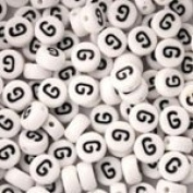 White Plastic Round Alphabet Beads, 7mm, Letter G, 100 pcs