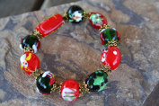 Christmas Green Red Lampwork Glass Bead Stretch Bracelet