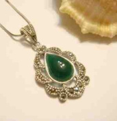 "Sterling Silver Necklace and Pendant Drop - 100% Pure 925 Sterling Silver w/Brazil Green Agate Pendant ,Pendant Size : 2cm x 3cm Weight 4.2g and 17"" Sterling Silver Chain Necklace ,Free Gorgeous. Jewellery Box,Free Silver Polishing Cloth,Super .."