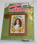 "Vintage 1977 Jiffy Stitchery "" Photo Frame-Yellow Daisies "" Stitchery Kit - Designed by Barbara Jennings"