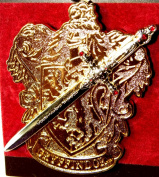 Universal Studios Florida Wizarding World Harry Potter Park Exclusive Golden Gryffindor Shield Sword Crest Pin Trading NEW