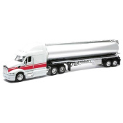 1:32 Peterbilt Truck with Functional Doors made from Plastic Kids Toy Activity
