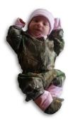 Realtree Baby Set Pink & Apg Camo LS Onsie, Pant, Hat, Bootie 4PC Gift Set