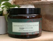 Fikkerts Gardner's Hand Scrub with cracked walnut 500g