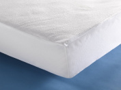S & F PREMIUM BAMBOU FROTTE PU, Quality waterproof fitted MATRASS PROTECTION COVER, with elasticated corners. 140 x 200 CM. Made of 75% Bambou thread with PU coating. Soft and silky. Ultra-absorbant. Available in 6 sizes. Manufactured in Western Europe.