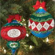 BUCILLA 86542 Plaid Large Old World Ornaments/Gift Card Holders Felt Applique Kit, 11cm By 15cm