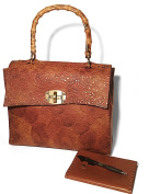 Kilaccessori - Cowhide leather bag, embossed, bamboo handle. Includes agenda and pen.