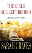 The Girls She Left Behind [Large Print]