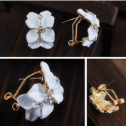 Leiothrix Elegant White Gardenia Shape Ear Stud for Women and Girls Apply to Party and Casual