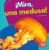 Mira, Una Medusa! (Look, a Jellyfish!) (Bumba Books en Espanol Veo Animales Marinos