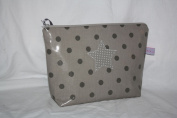 Lilli Löwenherz Toilet Bag/Changing Bag, Nappy Bag, Mommy Bag (Clutch Laminated Cotton Dots and Stars Toffee Grey