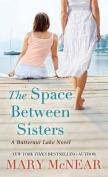 The Space Between Sisters [Large Print]