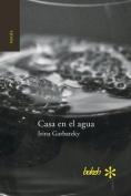 Casa En El Agua [Spanish]