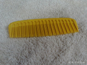 TUPPERWARE BARBER STYLE POCKET COMB YELLOW 11cm LONG