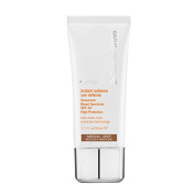 Dr. Dennis Gross Skincare Instant Radiance Sun Defence Sunscreen Broad Spectrum SPF 40 Medium/Deep